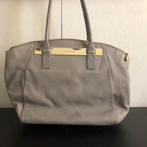Vince Camuto grey leather purse BX267